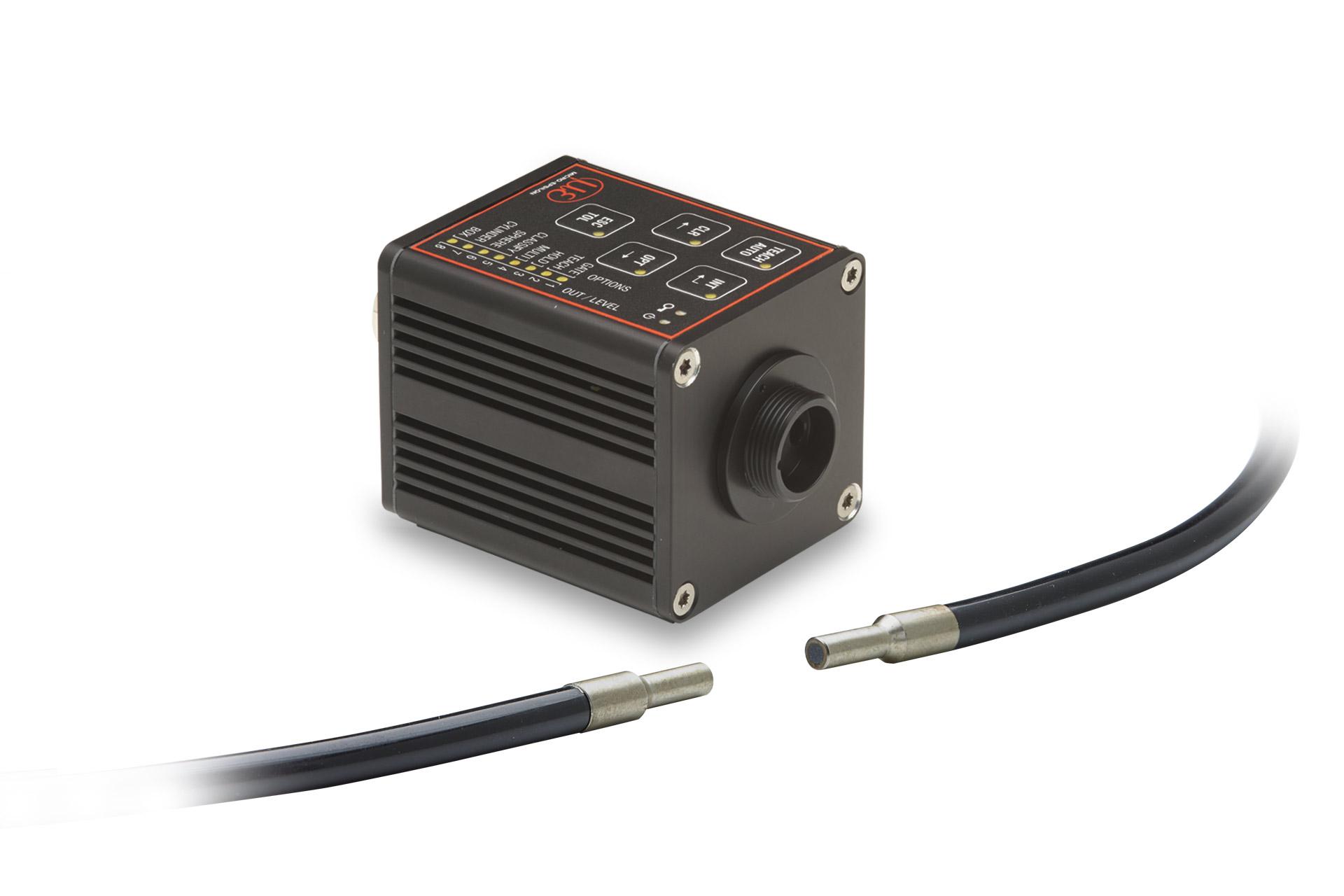 Kompakter Farbsensor CFO100 mit Durchlicht-Lichtleiter